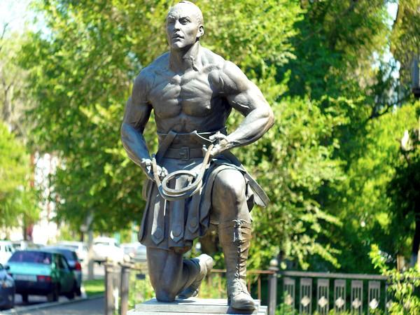 Александр Засс памятник в Оренбурге